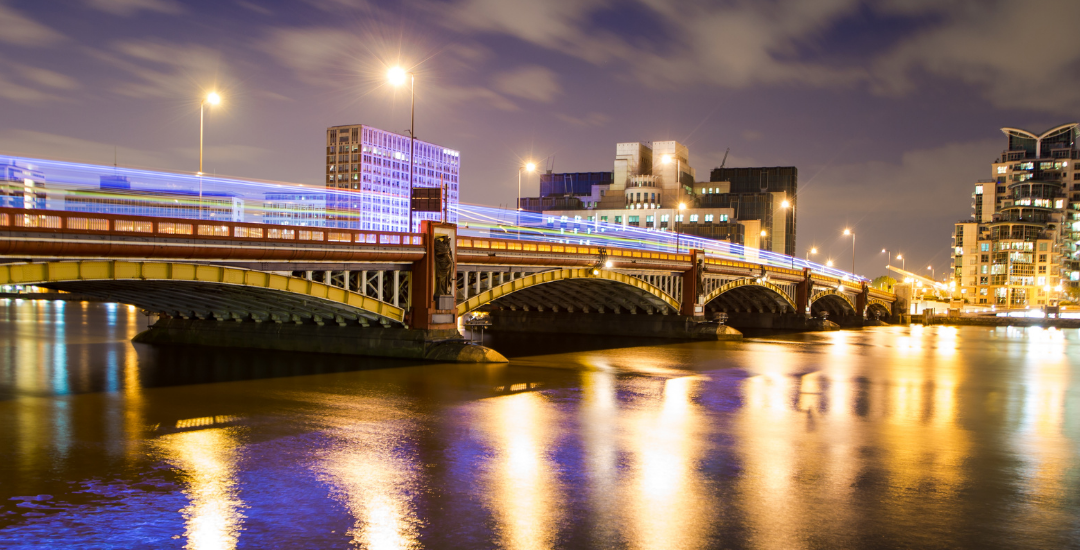Image of Vauxhall bridge at night